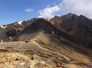 06峰の茶屋跡地避難小屋と朝日岳