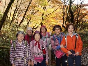 4輝く紅葉と輝く熟女たち
